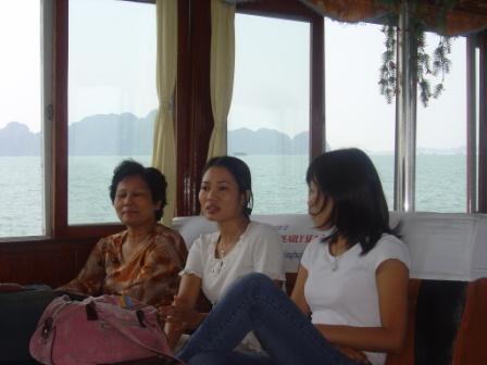 På vej til Cat Ba. Thuys mor, Thuy og Mat