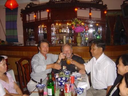 Fredag fest. Mao, Henning og Sy