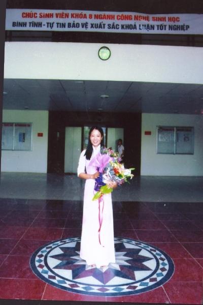 Thuy bestod eksamen i biologi på Hanoi Universitetet