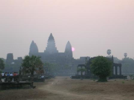 Solopgang over Angkor