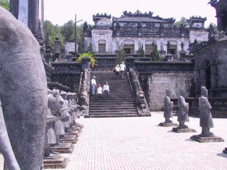 Khai Dinhs mausoleum