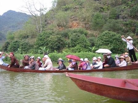 Sejlads ved Parfume pagoderne