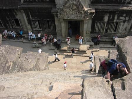 Meget stejle trapper i Angkor Wat