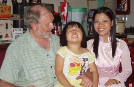 Henning, Thu Has niece og Thu Ha
