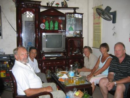 Thuy's far og gruppen