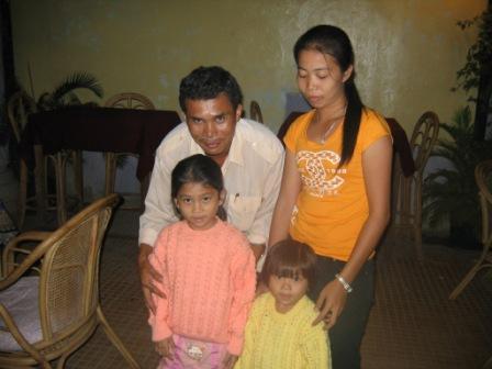 guiden Chhiev og hans familie