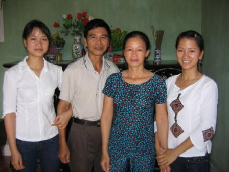 Hang, Oanh og deres forældre