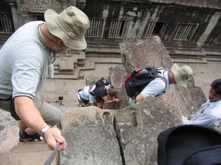 Meget stejle trapper ved Angkor Wat