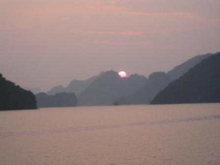 Solopgangen over Cat Ba