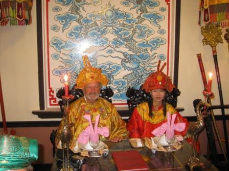 Henning og Phuc som konge og dronning