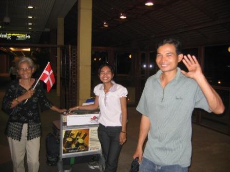 Ankomst til Phnom Penh: Rantha,Sambath og deres mor Sarun