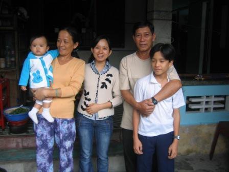 Pigen fra hotellet og familie på Champ Island
