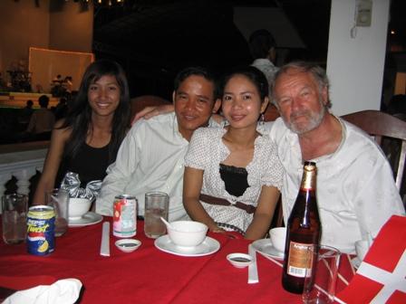 Mums datter, Rathas mand, Ratha og Henning