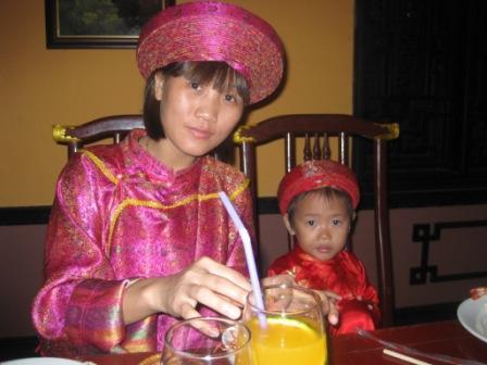 Mon og Min Chau