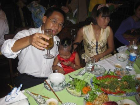 Khoa, Mon og datter