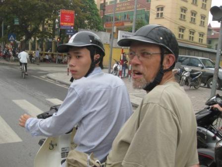 Minh og Erik på motorcykel