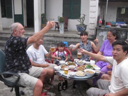 Henning, Khoa, Minh Chau, Man, Khoas mor og Khoas bror