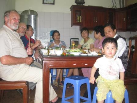 Thuys datter Linh i forgrunden