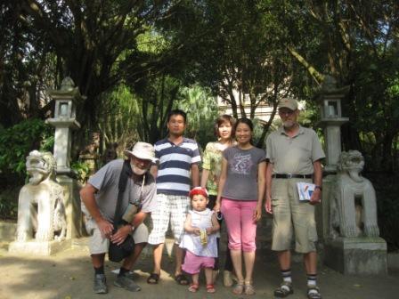 Gruppen i Thank Chuong Viet Palace