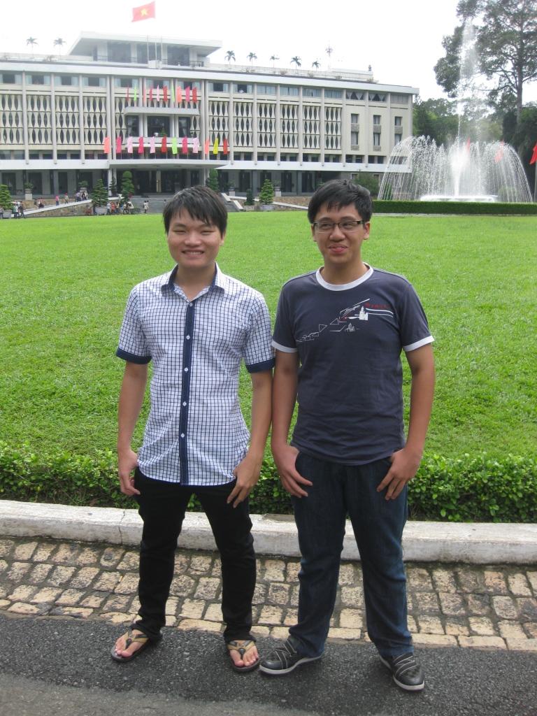 Huy og Trang foran præsidentpaladset indtil 30.4.1975