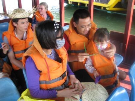 Man, Khoa og Minh Chau og bagerst Inge og MInh