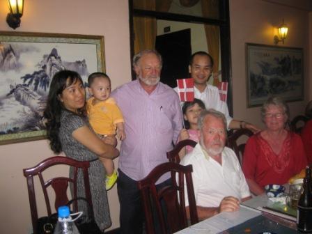 Trang, søn, Henning, Moi, Georg og Inge
