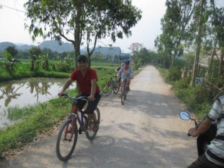 Khoa, Inge og Georg på en flot cykeltur